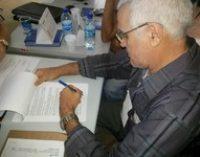O Prefeito Dr. Luiz Vieira assina contrato com a Caixa Econômica Federal