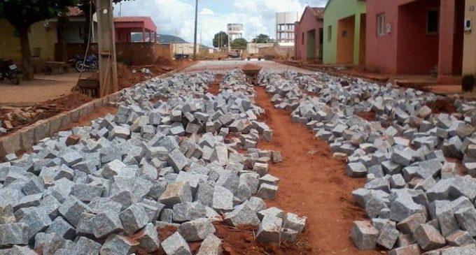 Pavimentação da Rua Leolina Ferreira, Bairro das Populares.