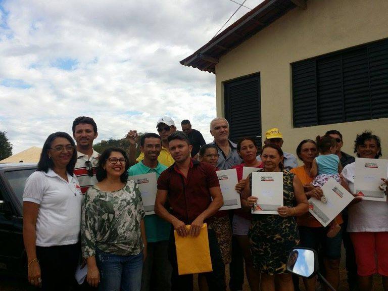 Prefeito de Brejo dos Santos participa da entrega de casas para moradores do Distrito de Olho D'aguinha