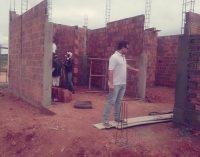 O jovem Secretário de Infraestrutura visita obra em andamento do Centro de Cultura