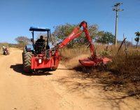 A Prefeitura Municipal de Brejo dos Santos-PB está realizando o rôço das estradas vicinais