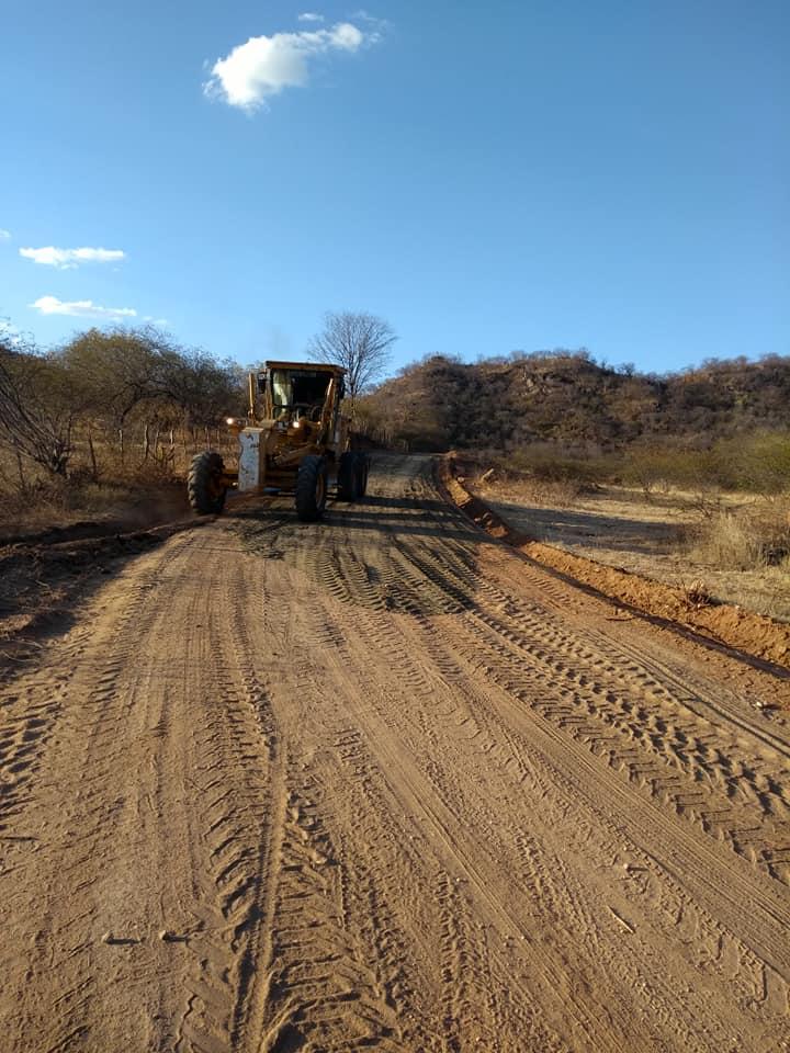 Recuperação da estrada que liga a PB 323 ao distrito de Olho D'aguinha