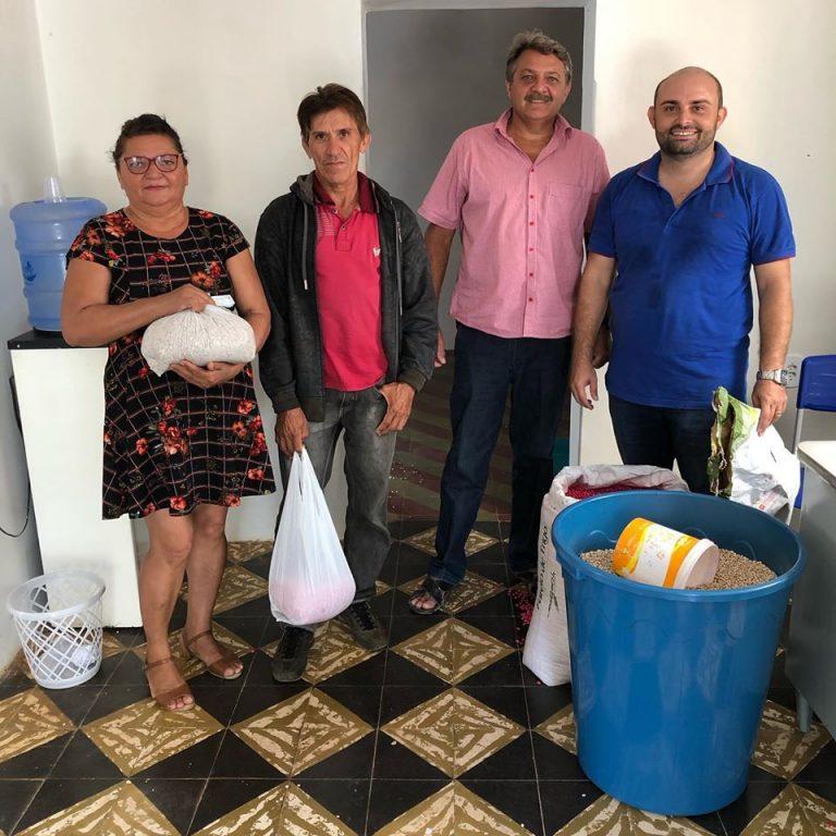 Parceria entre Secretaria Municipal de Agricultura e a EMAPER-PB Inicia a distribuição de sementes para safra 19/20