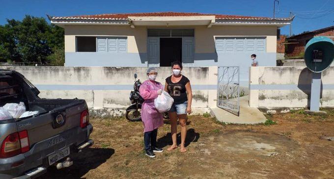 Entrega de feiras a famílias carentes nos sítios Timbaubinha e Baldinho
