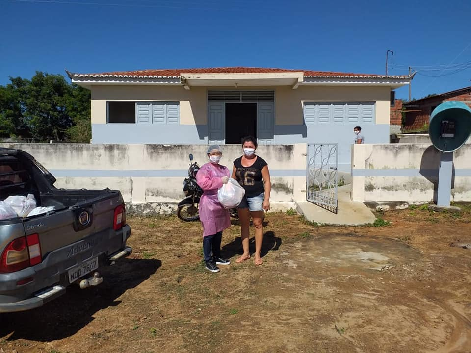 Read more about the article Entrega de feiras a famílias carentes nos sítios Timbaubinha e Baldinho