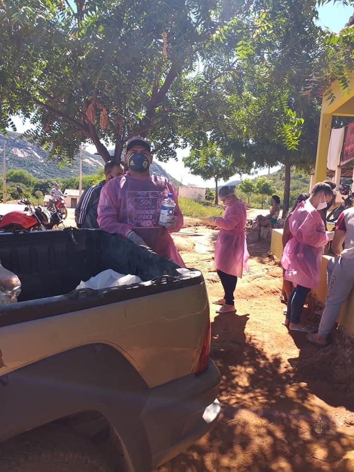 realizadas com sucesso na manhã desta quarta-feira entregas de feiras a famílias carentes no sitio Olho D' Aguinha