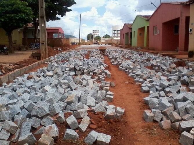 Pavimentação da Rua Leolina Ferreira.