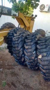 Read more about the article Secretaria de transportes da Prefeitura Municipal de Brejo dos Santos-PB realiza mudança colocando pneus novos em tratores e máquinas