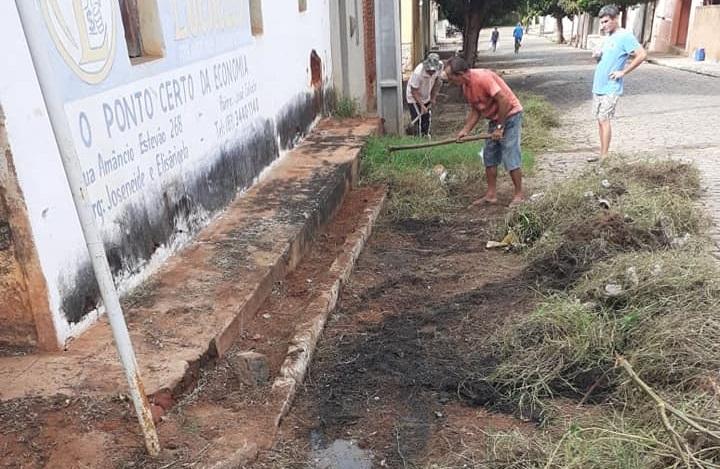 Diretoria de serviços urbanos trabalhando sem parar